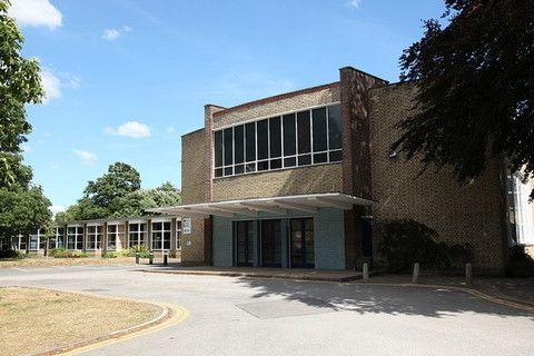 Сельская школа в Импингтон Вилледж