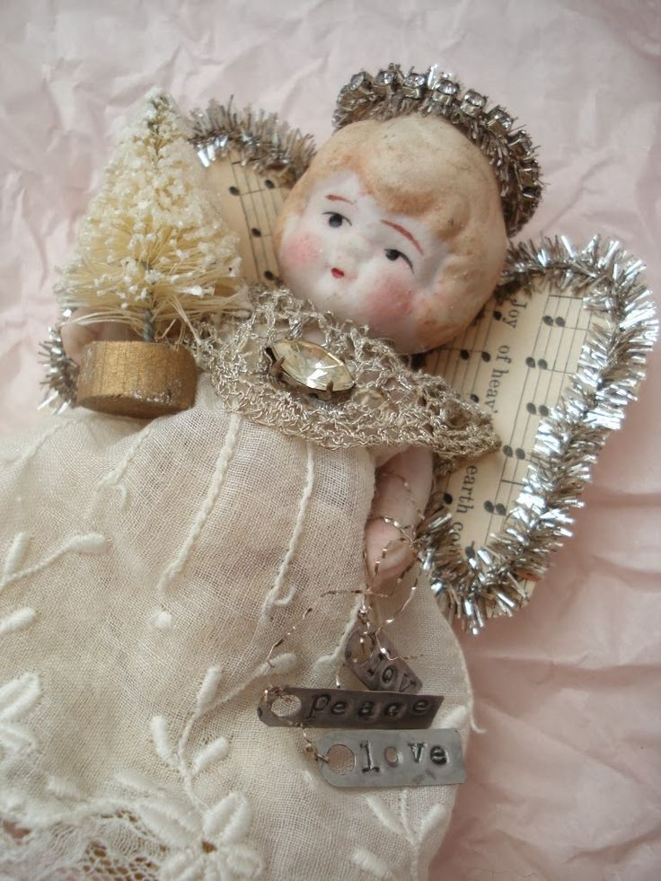 Den Lille Lade: sweet angel doll.
