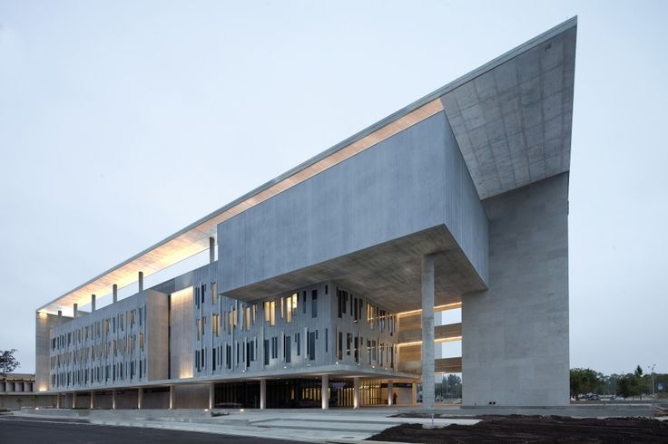 Miami-Dade College Kendall Campus / Perkins+Will--http://www.archdaily.com/574731/miami-dade-college-kendall-campus-perkins-will/