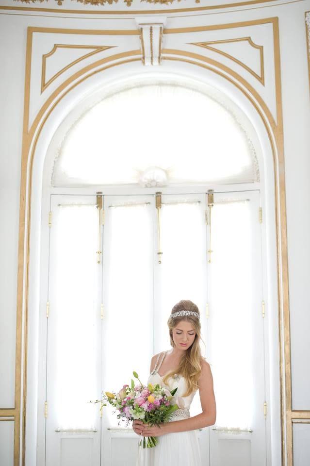Vestidos y accesorios: Gertrudis Abdala Novias Fotografía: Mayra Franco Fotografía Maquillaje y Peinado: Yasser Rego Flores: Magnolia Florería Modelos: Manuela Abogado, Nicolle Boyance Locación: Casa Blanca #novias #bodas #wedding #weddingdress #dress #bride #bridal #headpiece #tocado #boda #flower #flores #bird #Merida #Yucatan #destinationwedding #bodadestino #romantic #romantico #romance #ethereal #etereo #unico #couture #moda #mexico #fashion #chiffon #sposa #casamento #matrimonio #lace
