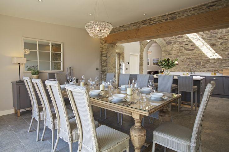 Hillfield Farmhouse - Open plan dining room