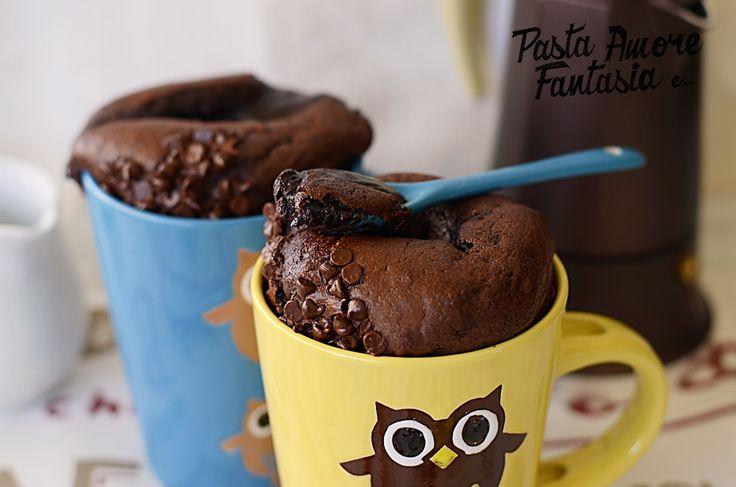 Il Tortino dal cuore morbido in tazza, è un dolcetto pratico e sfizioso da mangiare, che richiede il forno acceso ma per poco tempo...