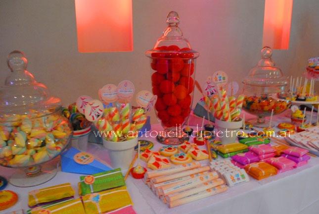 Candy. Table dessert. Sweet. Circo. Fiesta de Circo. Circus party http://antonelladipietro.com.ar/blog/2012/06/el-circo-de-los-trillis/