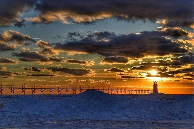The Lake Michigan Beachtowns have received a fresh layer of lake effect snow - come play with us! ☃️☃️☃️  beachtowns.org #mibeachtowns #puremichigan #southhaven #southhavenmi #midwestmoment #lakemichigan #visittheusa #soha : @mrzb4y