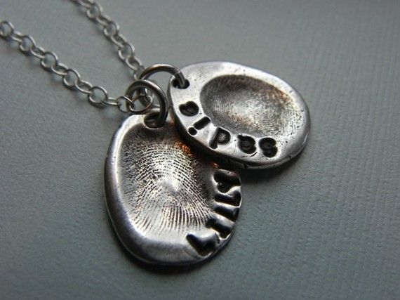 Fingerprint necklace....really want one of these with Rylan's fingerprints :)