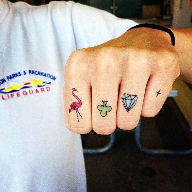 Tatuagem nos dedos, quem gosta?: