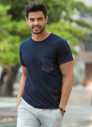 Camiseta Masculina com Bolso Estampado Marinho - Posthaus