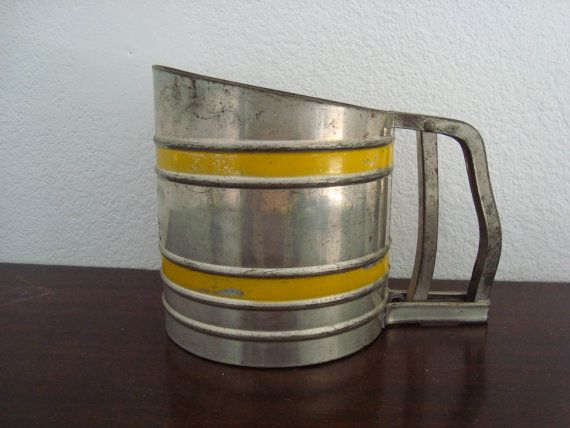 Vintage Flour Sifter - Foley - Cottage Yellow - Sift Chine - Triple Screen -  Rustic - Primitive - Farmhouse Kitchen - Midcentury