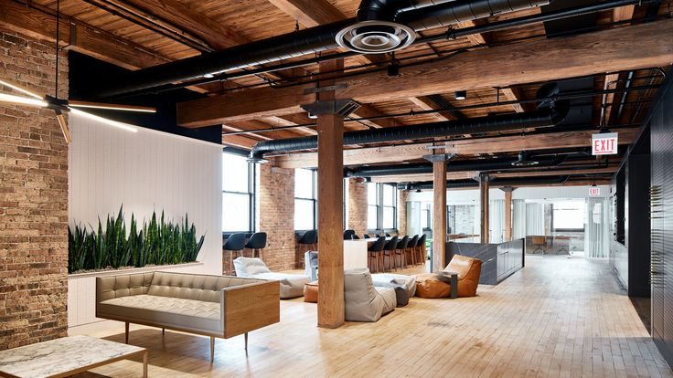 This renovated workplace was designed for financial services firm Ansarada, and encompasses 800 square metres. It occupies the fifth floor of a former industrial warehouse building.