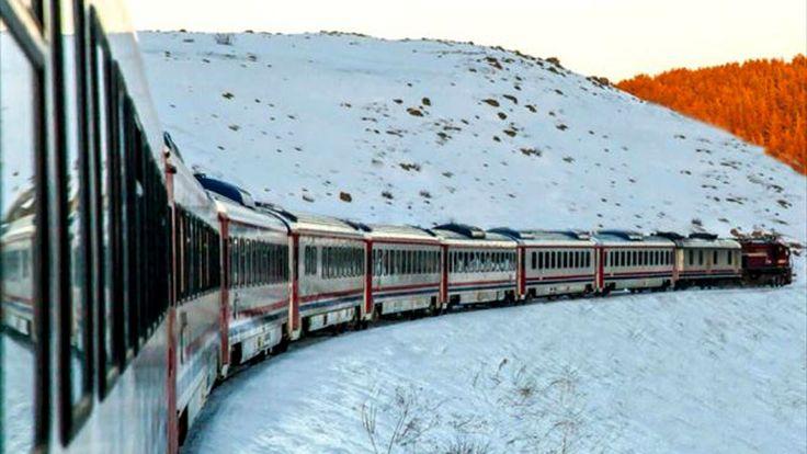 Жандармерия уезда Мерджан проводила проверку удостоверений личностей у пассажиров поезда «Восточный экспресс», курсирующего между Анкарой и Карсом. В ходе проверки выяснилось, что места в одном из вагонов поезда были полностью выкуплены нелегальными мигрантами по поддельным документам. Полицейские задержали 40 нарушителей, в том числе двух женщин и ребёнка, направлявшихся в турецкую столицу. На предъявленных документах стояли …