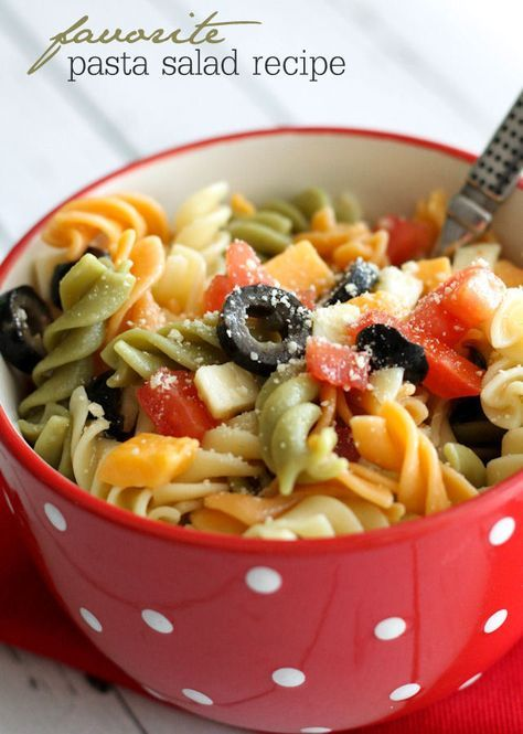 Easy and delicious Pasta Salad recipe- I loveeee pasta salad but I must've went through 3 batches of pasta before I got the consistency right!!