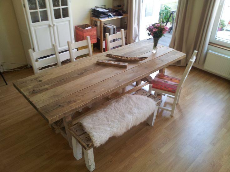 Gave houten eettafel!!! http://alshetmaarvanhoutis.nl/product/grote-houten-eettafel-a/