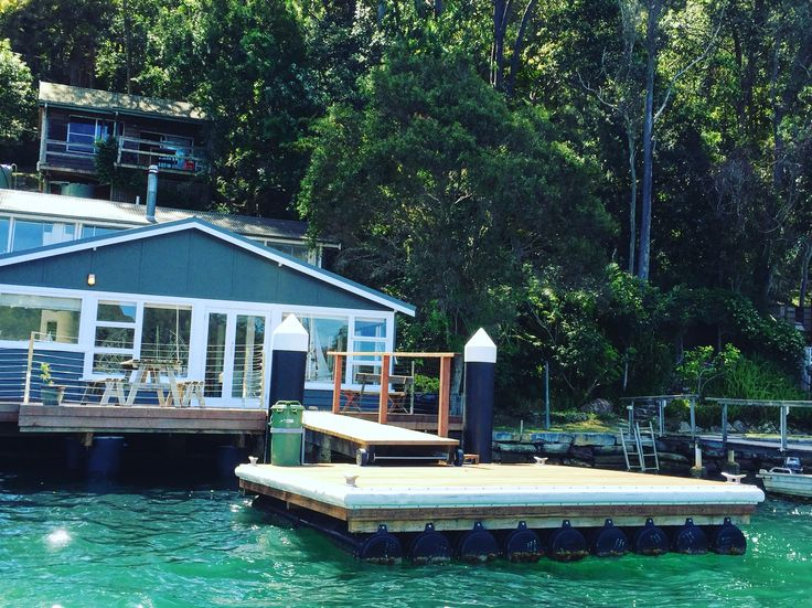 Coastal cottage for holiday rental, 1hr from Sydney's CBD on the Northern Beaches #tidesreachpittwater              https://www.airbnb.com.au/rooms/15638612