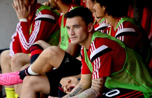 Aránguiz se rompe el tendón de Aquiles - Leverkusen lo fichó hace pocos días tras su destacada actuación en la Copa América.  Para ver y no creer. Charles Aránguiz, fichaje estrella de...