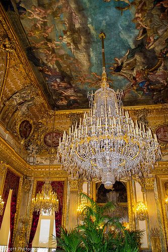 Napoleon's Apartments in the Louvre, Paris. I tried to research the number of bulbs in this magnificent fixture but, alas, came up empty.  If any of you know the details such as dimensions,etc., please share.  Thank you.