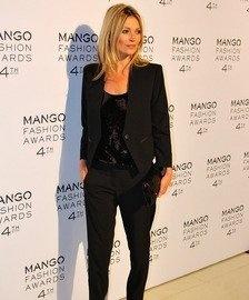 Kate Moss ha lucido un total look negro con pantalón y top de lentejuelas