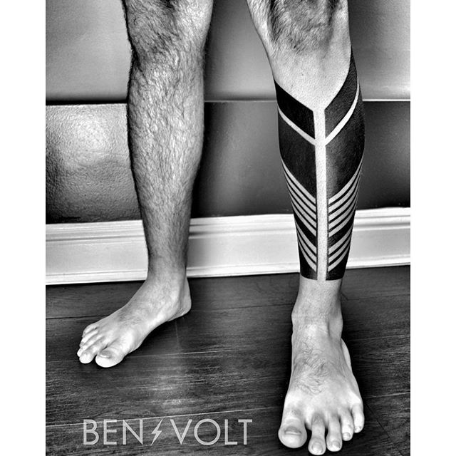 Finished this dynamic linear and triangular leg armor for Aaron. Thanks so much bud! #benvolt #blackwork #tattoo #tattoos #graphicdesign #form8tattoo #sanfrancisco #blackworkerssubmission