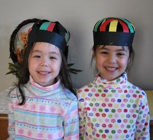 Toddler Activities: Make a Kufi Construction Paper Hat to Celebrate Kwanzaa