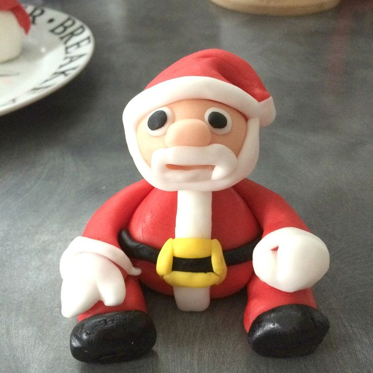 How to make a Santa Claus from fondant icing
