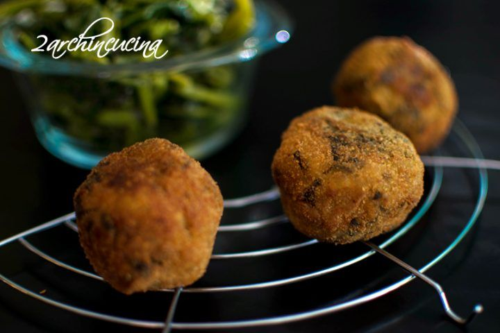 Polpette di friarielli ripiene di salsiccia - Finger food sfizioso #Polpette di #friarielli ripiene di #salsiccia #meatballs with #broccoli and #sausage