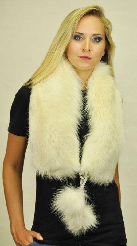 Elegante sciarpa in pelliccia in autentica volpe bianca Scandinava naturale. Sciarpa lavorata artigianalmente a mano in Italia. Ideale anche per spose e matrimoni d'Inverno.  www.amifur.com