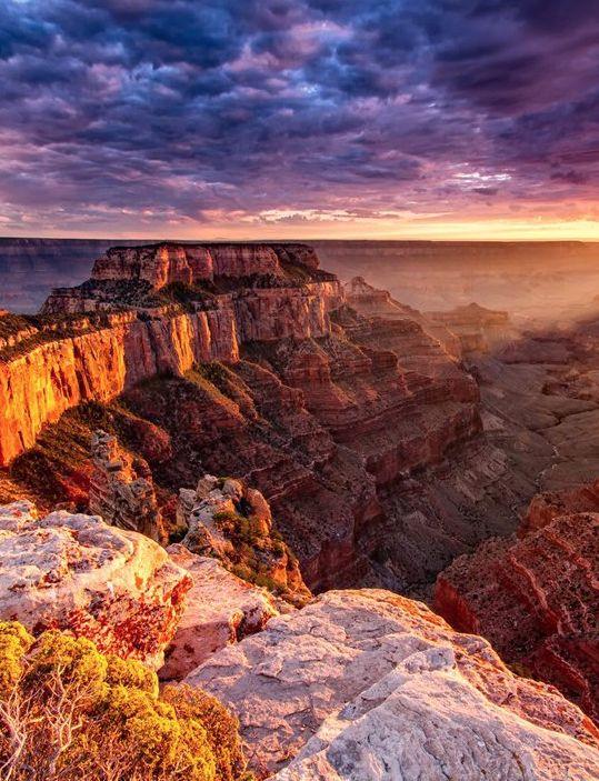O planeta Terra é um lugar cheio de maravilhas e destinos encantadores, disso a gente já sabe. Mas infelizmente, muitos dos lugares que se destacam por sua beleza natural estão correndo o risco de desaparecer. Saiba quais são os locais temos que cuidar e preservar o quanto antes!