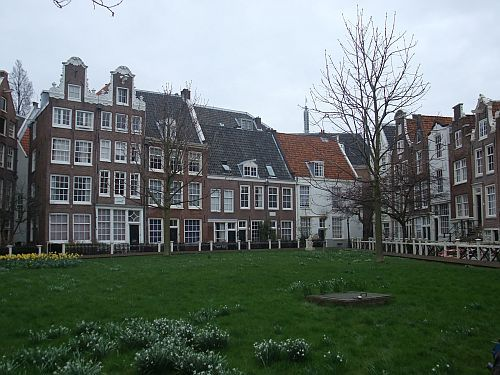 Only 48 Hours in Amsterdam? Check Out These Must-See Attractions: Day 1, p.m.: The Begijnhof to De Wallen