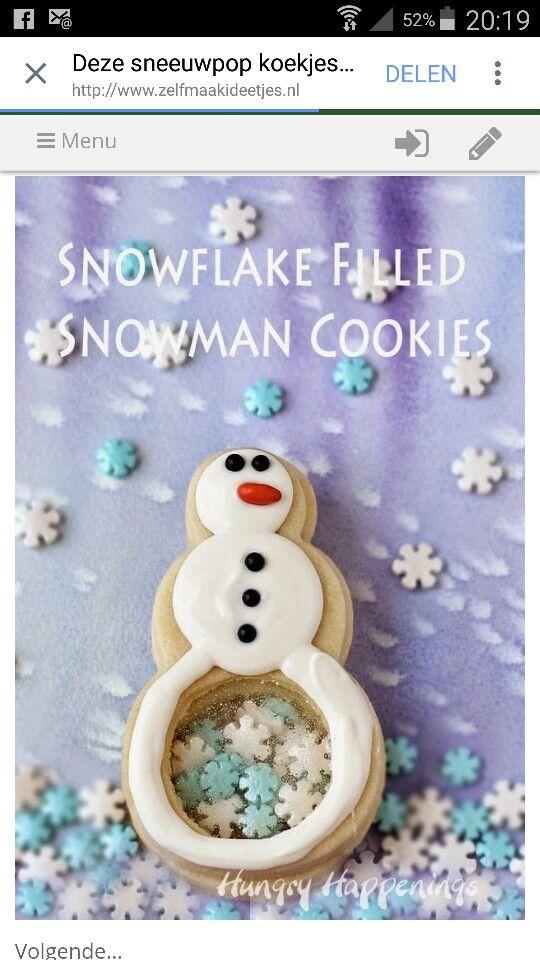 Sneeuwpop koekjes met sneeuwvlokjes in de buik