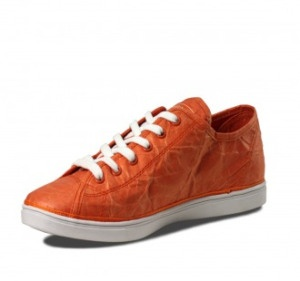 Win Unstitched Utilities Eco-friendly Sustainable Footwear via One Green Planet. Not gonna lie, I kinda want a pair. :-)