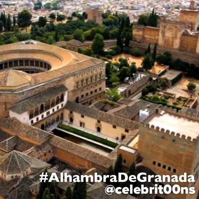 """""""La #AlhambraDeGranada es una ciudad palatina andalusí situada en #Granada , #España ( #Spain ). Es un rico complejo palaciego y fortaleza (alcázar o al-…"""""""