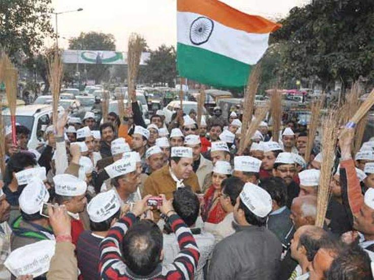 Welcome Pioneeralliance News लोकसभा चुनावों में AAP से छिन सकती है 'झाड़ू'!