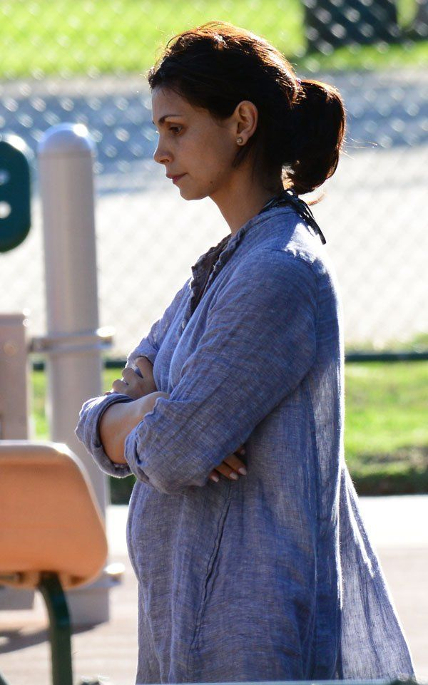 Mama Mia! 'Gotham' Star Morena Baccarin Flaunts Her Growing Baby Bump Amid Baby Daddy Drama - TheCelebrityauction.co