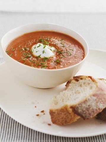 Paprika/ tomaatsoep met sperziebonen