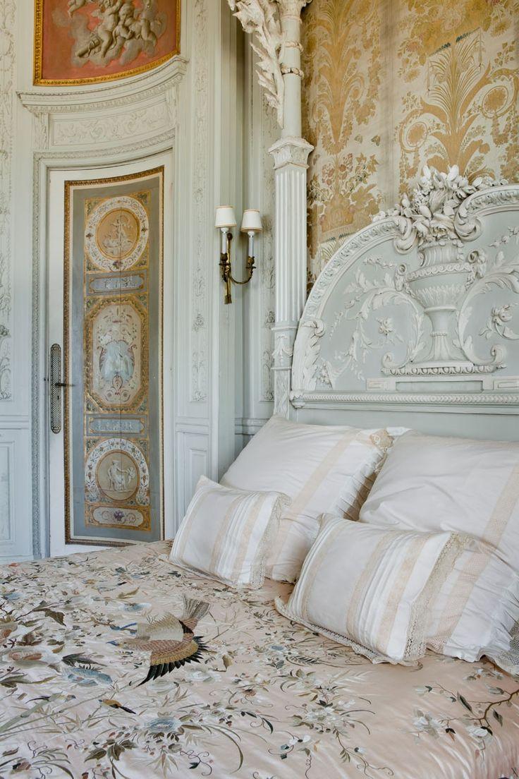 Antique Bedroom Furniture | Villa & Jardins Ephrussi de Rothschild : Palais de la côte d'Azur, Saint-Jean-Cap-Ferrat - Gérés par Culturespaces