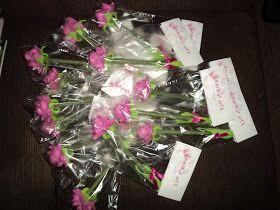 canetas decoradas com mini-rosas de e.v.a, Herthal art's