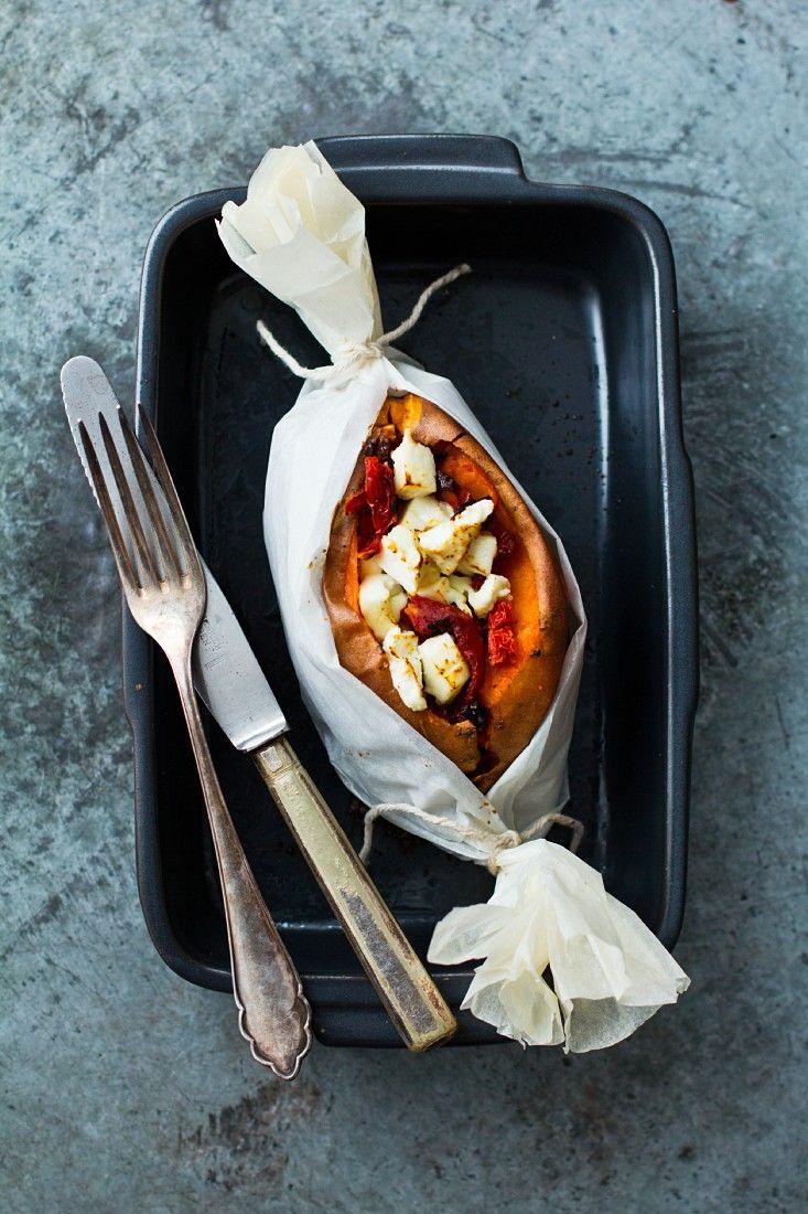 Gebackene Süßkartoffeln mit Käse | http://eatsmarter.de/rezepte/gebackene-suesskartoffeln-mit-kaese