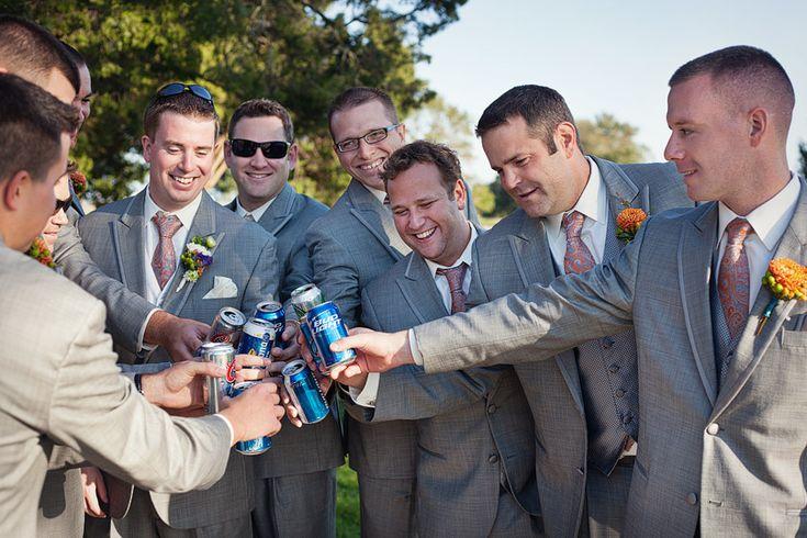 large bridal party poses bar crawl | allison+mark
