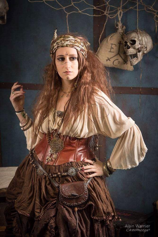 Création Steampunk / La diseuse de bonne aventure  Costume and make up - Lady Opaline costume's cabinet  Photo - Alain Warnier