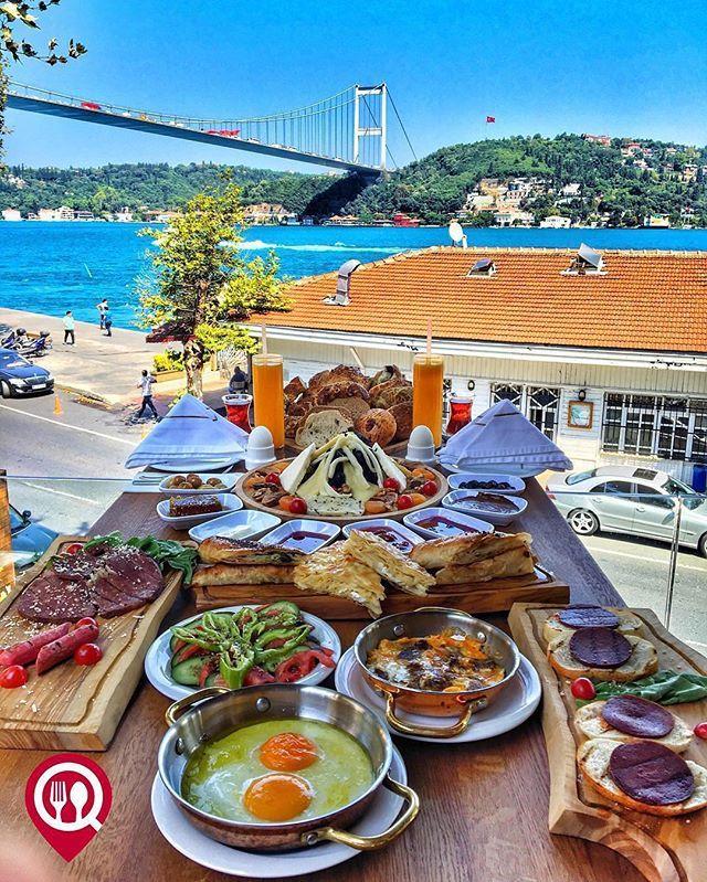 ️Steak Kahvaltı 🏠Bullistan 📍Rumeli Hisarı / İstanbul ☎️ 0212-376 0921 💵 50₺ / Kişi Başı 🛎 @bullistangroup 📸 @yemekneredeyenircom  Sahanda yumurta, kavurmalı yumurta, füme et, ızgara sucuk fiyata dahildir. Sınırsız çay servisi ile birlikte, fotoğraftaki GÖRSEL 2 KİŞİLİKTİR. ▫️ ▫️KAHVALTI SERVİSİ SADECE CUMARTESİ & PAZAR GÜNLERİ VARDIR.