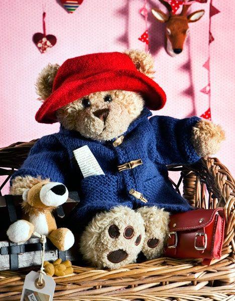 Paddington Build-a-Bear er måske ikke en typisk julefigur, men han er supersød, og en varm vinterfrakke har selv en bamse brug for.