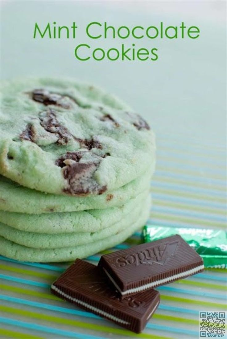 7. Mint #Chocolate Cookies - Wait Til You See These 30 #Fabulous St. Patrick's Day Cookies ... → Food #Cookies