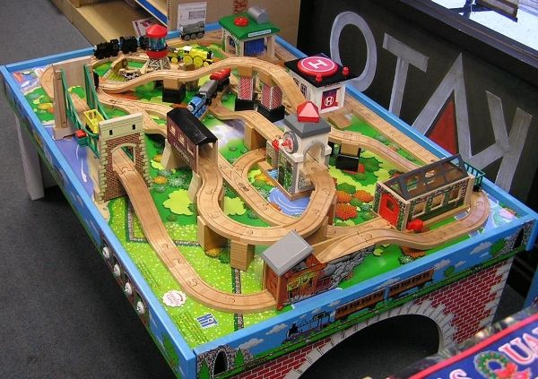 Thomas train table track design