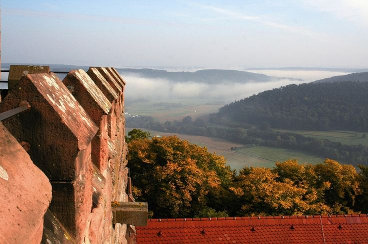 Blick vom Burgfried auf Burg Breuberg im Odenwald in Hessen. #HessenTourismus  #Wandermagazin #VisitHessen