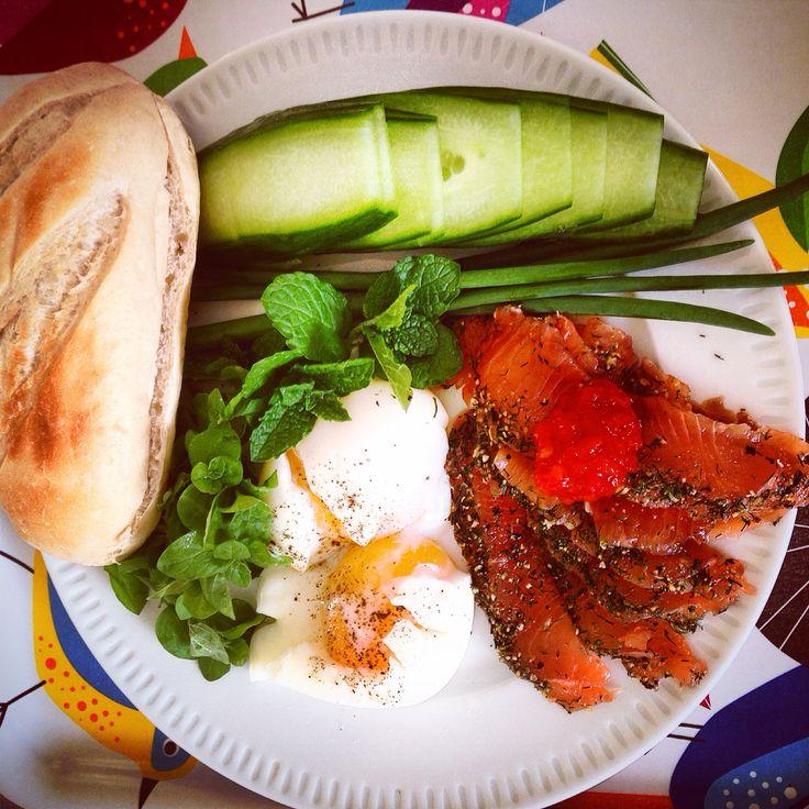 #mini #baguette #cucumber #scallion #oregano #mint #fresh #herb #herbal #poached-egg #egg #salmon #gravadlax #healtyfood #chillisalsa #followme