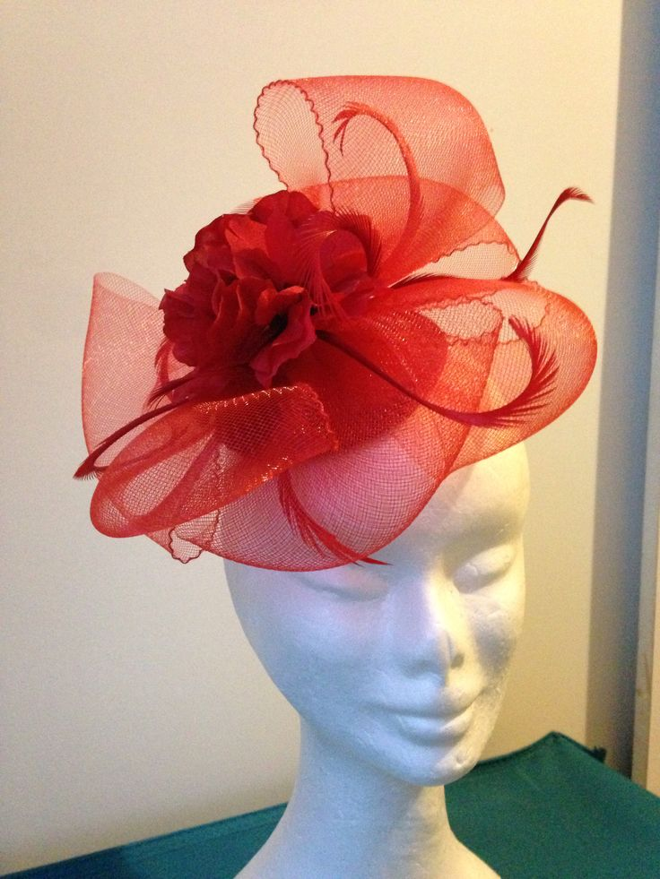Red twisted crinoline on small base, with comb