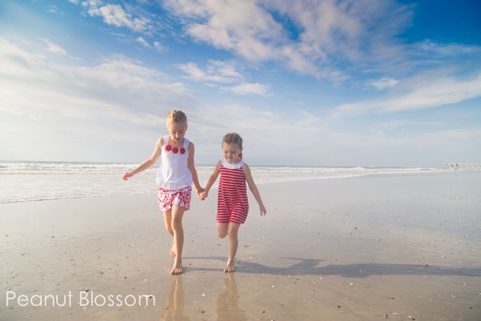 A no-pose posing tip for beach photography – Allison @ No Time For Flash Cards