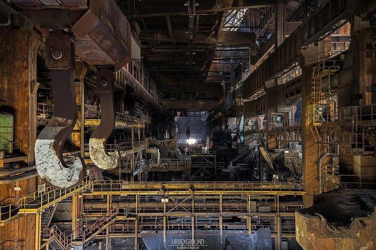 #abandoned #abandonedplaces #urbex #urban #urbandecay #steal #acier #acierie #exploration #urbexworld #urbexground #urbex_rebels #usine #factory #urbex_supreme by urbexground