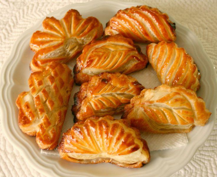 Как лепят и выпекают слоеные пирожки (мастер-класс). Обсуждение на LiveInternet - Российский Сервис Онлайн-Дневников