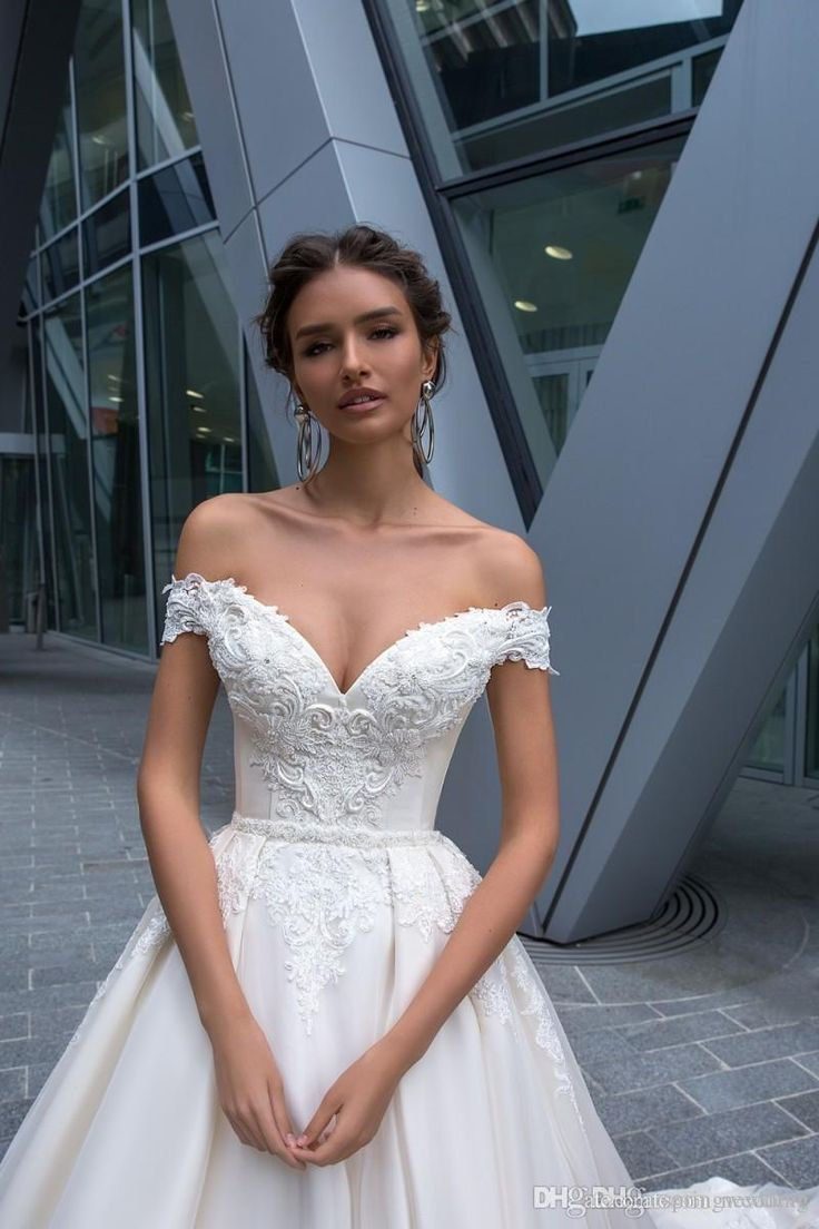 2019 Crystal Design Wedding Dresses Sexy Off Shoulder Backless Lace Appliques Bridal Gowns Sweep Train A Line Wedding Dress