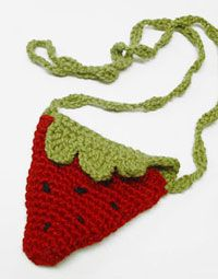 Girl's Strawberry Purse... free crochet pattern